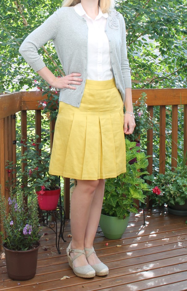 yellow skirt outfit