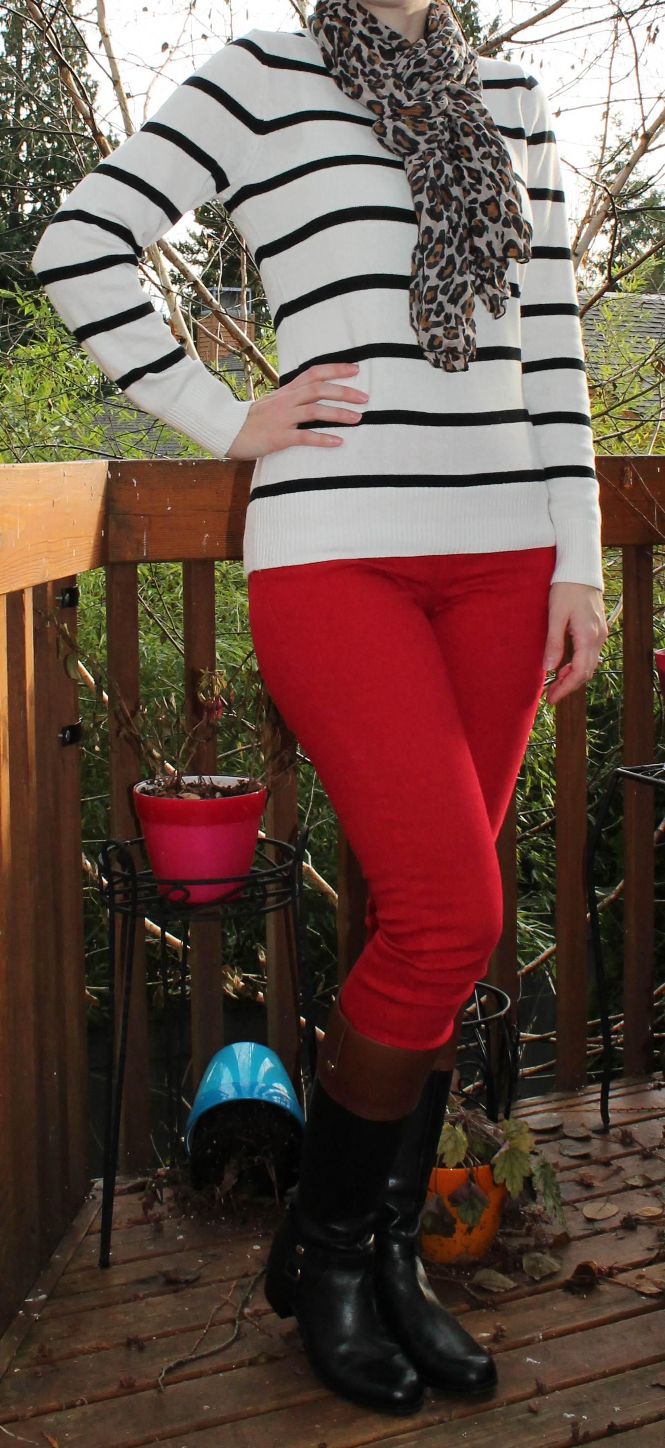 8efe15ee47b Red Jeans
